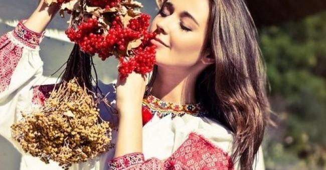 12 найпопулярніших жіночих вишиванок від ЕТНОХАТИ>