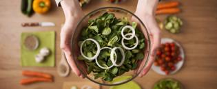 Весняні салати: прості та смачні рецепти до вашого столу