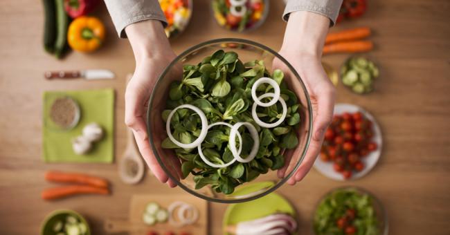 Весенние салаты: простые и вкусные рецепты к вашему столу>