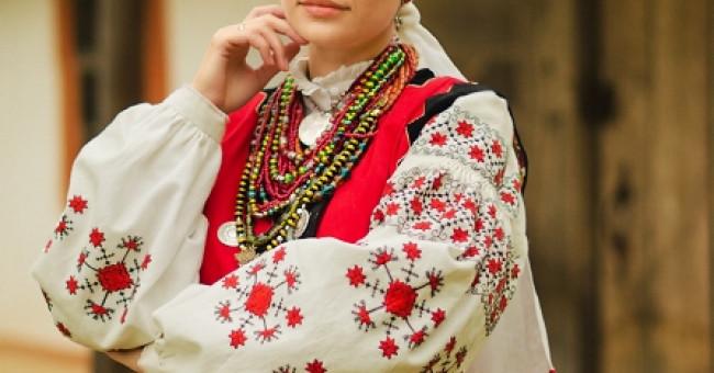 Традиційні риси українського національного одягу>