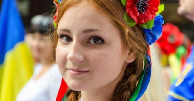 Одяг в українському етно стилі модно, а чи правильно?
