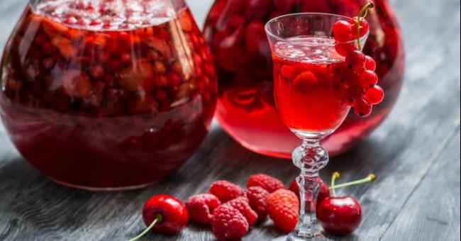 Хмільні ягідні напої української кухні
