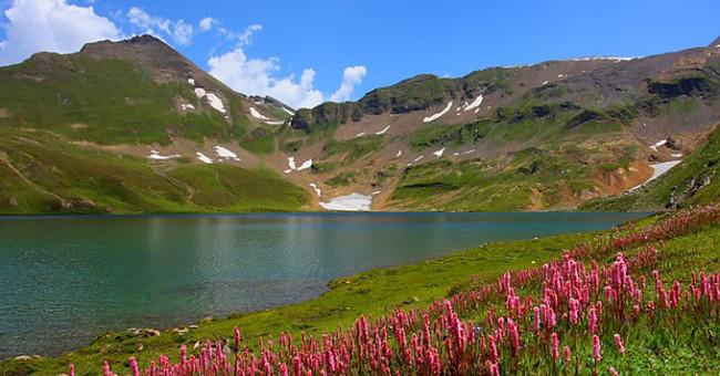 Пляжний відпочинок серед гір, або ТОП-8 карпатських озер>