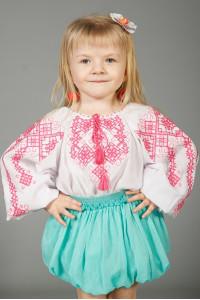 Вышиванка для девочки «Дарочка» белого цвета с розовым орнаментом