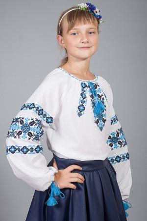 Вышиванка для девочки «Галочка» белого цвета с черно-голубым орнаментом
