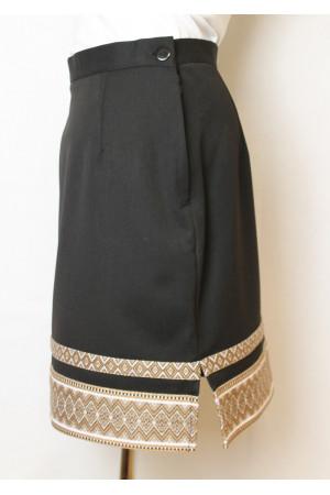 Черная юбка с коричневым орнаментом