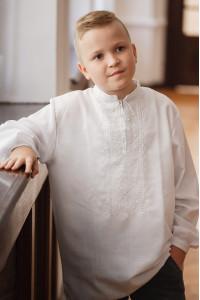 Вишиванка для хлопчика «Ставр» білого кольору