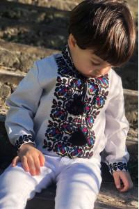 Вышиванка для мальчика «Скалат» бледно-сиреневого цвета