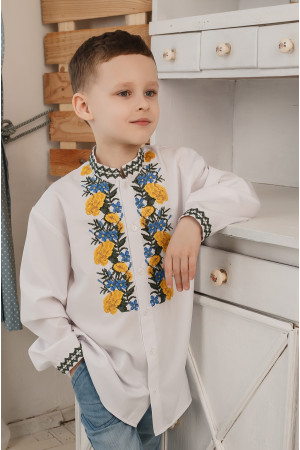 Вышиванка для мальчика «Бархатцы» белого цвета