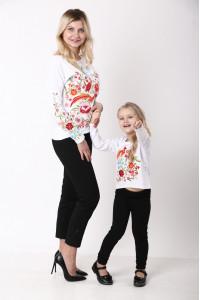 Комплект для матері та доньки «Казковий світ» білого кольору