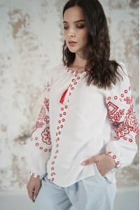 Вышиванка «Кружевные сны» белого цвета с красной вышивкой
