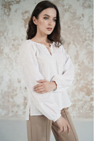 Вишиванка «Мереживні сни» білого кольору з білою вишивкою