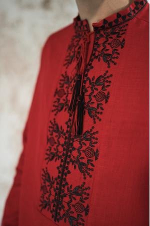 Мужская вышиванка «Фантазия» красного цвета