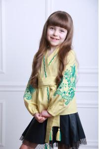 Вышиванка для девочки «Летний цвет» лимонного цвета