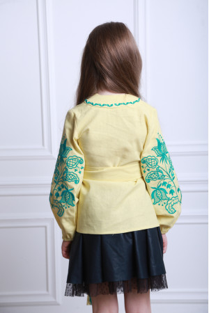 Вишиванка для дівчинки «Літній квіт» лимонного кольору