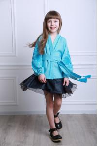 Вишиванка для дівчинки «Літній квіт» блакитного кольору