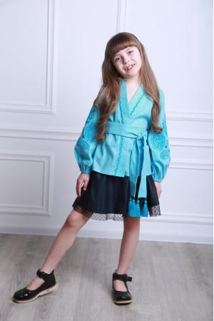 Вышиванка для девочки «Летний цвет» голубого цвета