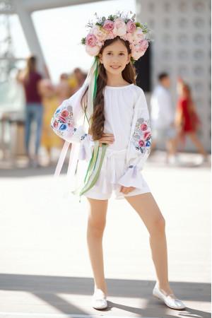 Вишитий комбінезон для дівчинки «Пісня квітів» білого кольору