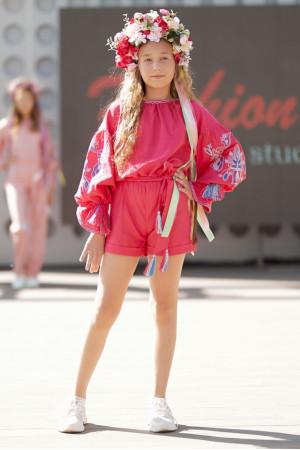 Вышитый комбинезон для девочки «Летняя нежность» розового цвета