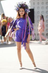 Вышитый комбинезон для девочки «Марево ночи» фиолетового цвета