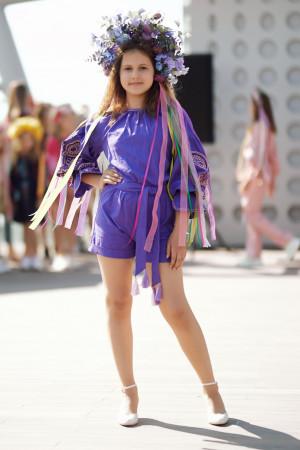 Вишитий комбінезон для дівчинки «Марево ночі» фіолетового кольору