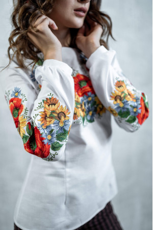Вышиванка «Украинский букет» белого цвета