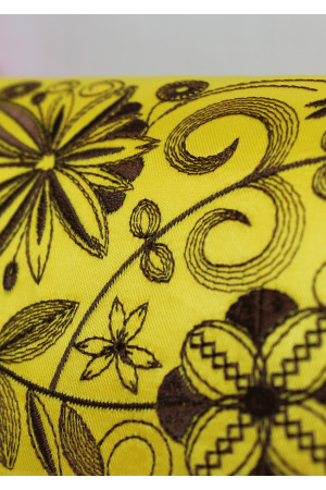 Вишитий клатч «Романтика» жовтого кольору