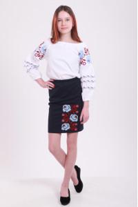 Вышиванка для девочки «Очарование» с красно-голубой вышивкой