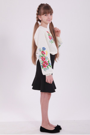 Вышиванка для девочки «Звонкий букет» бежевого цвета