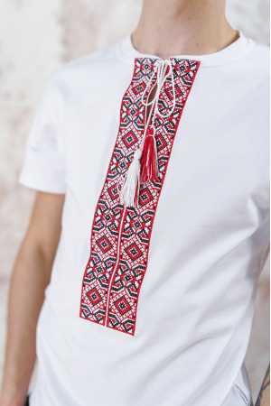 Футболка «Лабиринт» белого цвета с красной вышивкой