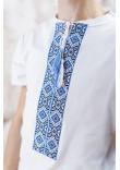Футболка «Лабіринт» білого кольору з блакитною вишивкою
