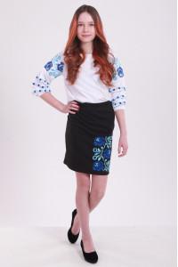 Юбка для девочки «Очарование» черного цвета с синей вышивкой