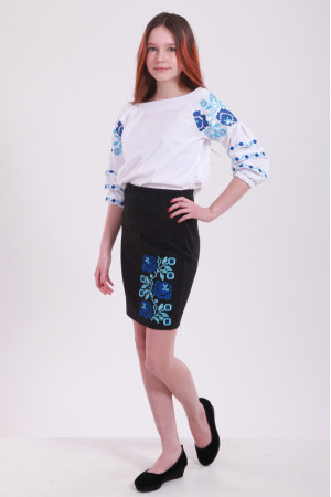 Спідниця для дівчинки «Чарівність» чорного кольору з синьою вишивкою