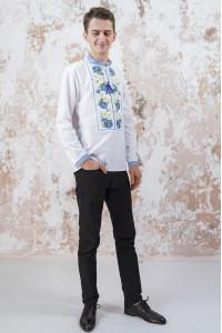 Мужская вышиванка «Васильковые мечты» белого цвета