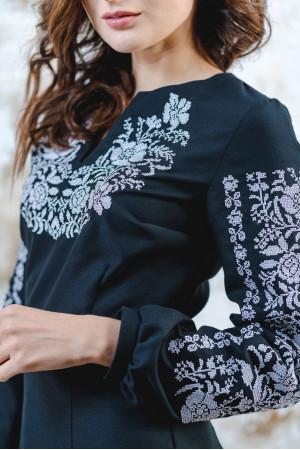 Вишиванка «Квітковий орнамент» чорного з білим кольору