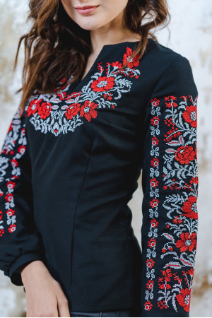 Вышиванка «Цветочный орнамент» черного с красным цвета