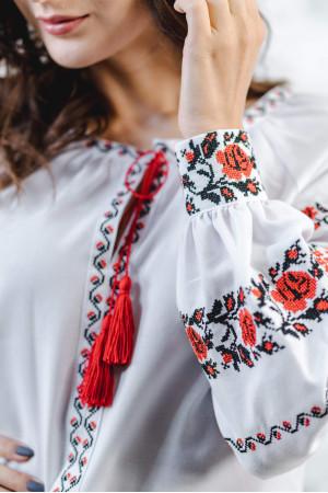 Вышиванка «Розовая дорожка» белого с красным цвета