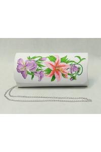 Вышитый клатч «Лилия» белого цвета