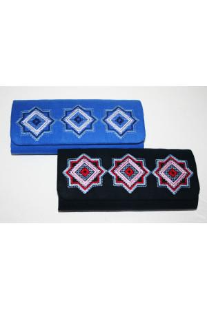 Вышитый клатч «Мотивы геометрии» темно-синего цвета