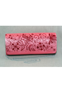 Вышитый клатч «Романтика» розового цвета с вишневым