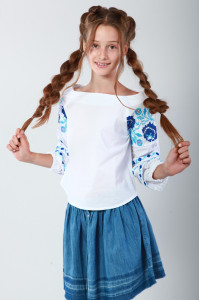 Вышиванка для девочки «Очарование» с голубой вышивкой