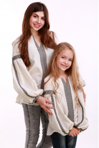 Вышиванка для девочки «Думка» молочная с серым орнаментом