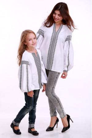 Вышиванка для девочки «Думка» белая с серым орнаментом