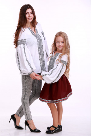 Вишиванка для дівчинки «Думка» біла з сірим орнаментом