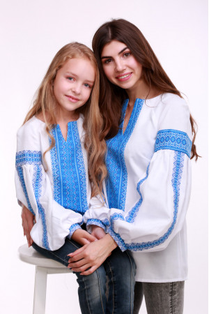Комплект вышиванок для мамы и дочки «Думка» с голубым орнаментом