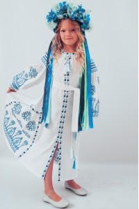 Сукня для дівчинки «Розкіш» біла з блакитним орнаментом, довга