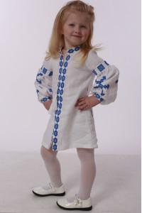 Сукня для дівчинки «Грація» білого кольору з синьою вишивкою