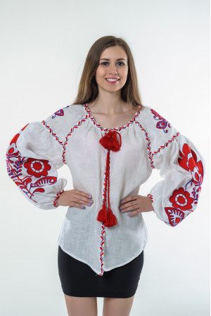 Вышиванка «Бохо» с вышивкой красного цвета