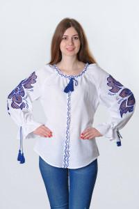 Вышиванка «Чудо-цветок» белого цвета с синей вышивкой