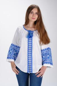 Вышиванка «Цветы Карпат» с синим орнаментом